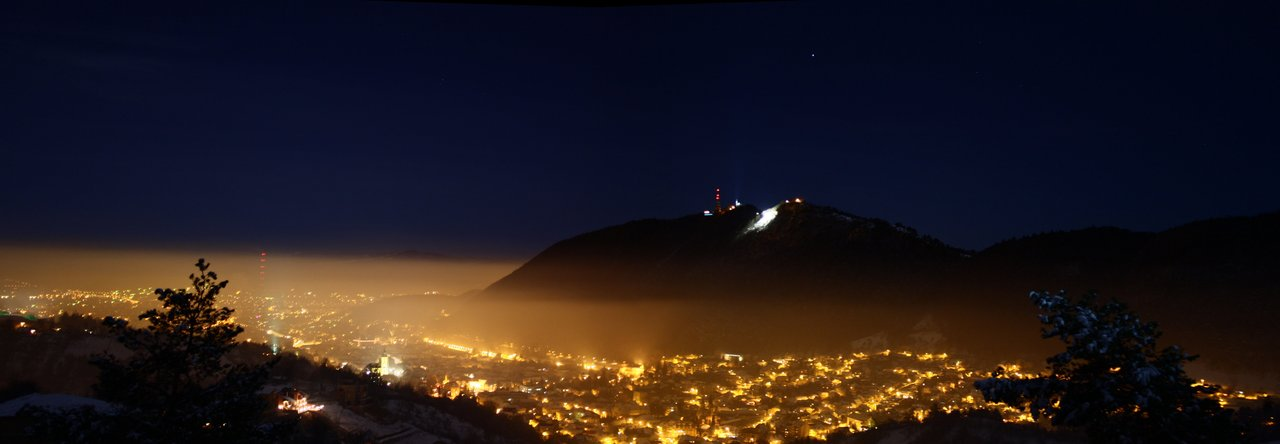 brasov_on_foggy_night_by_t_e_q_u_i_l_a